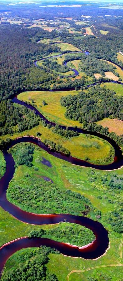 Извиваясь взгляд реки сверху стоковое фото