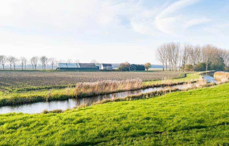 Извиваясь река в сельском ландшафте стоковые изображения rf