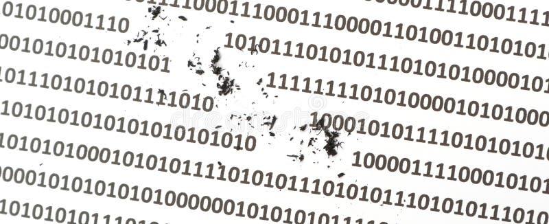 Извлекать данные по компьютера и освобождать цифровой код от сервера хранения жесткого диска или памяти как рубить стоковые фото