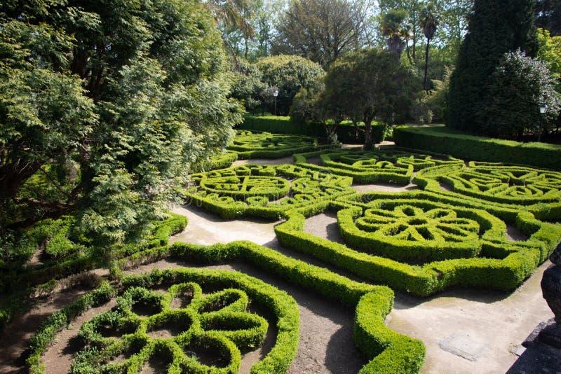 Изгороди уравновешенные с формами в садах ¡ n Pazo Mariñà в Галиции Великородный дворец стоковые фото