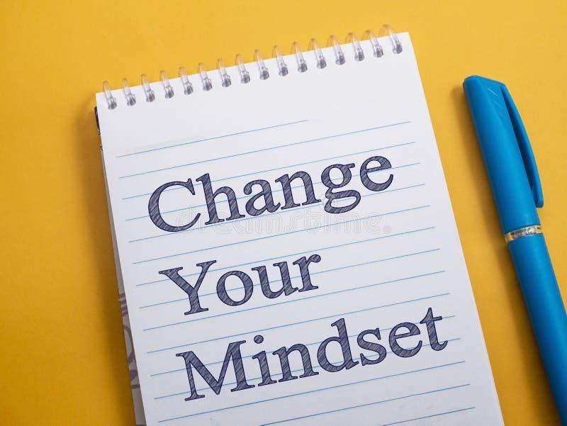 Измените ваш склад ума, мотивационную концепцию цитат слов стоковое фото