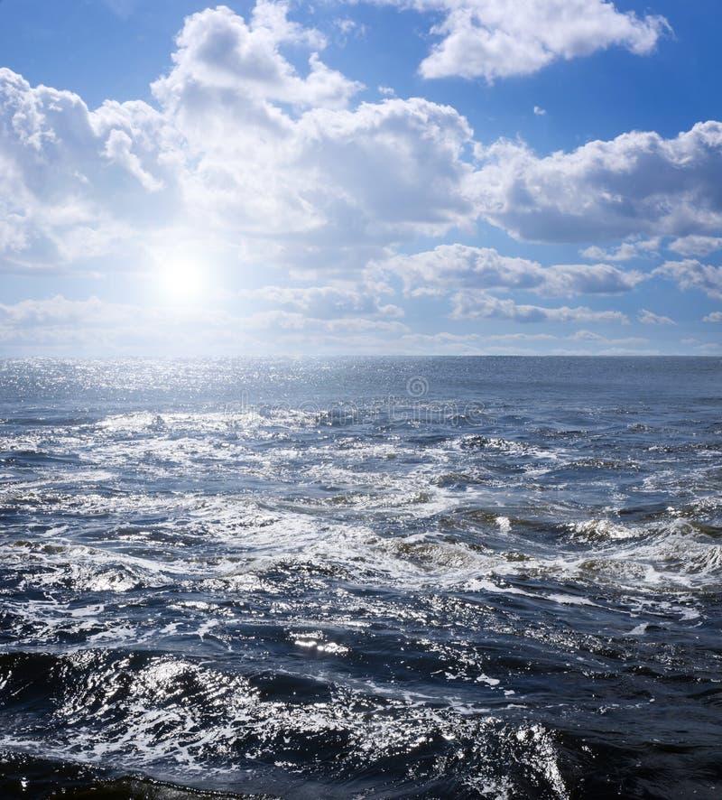 Изменчивые воды на летний день стоковое изображение rf