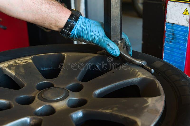 Изменять автошины автомобиля стоковое фото rf