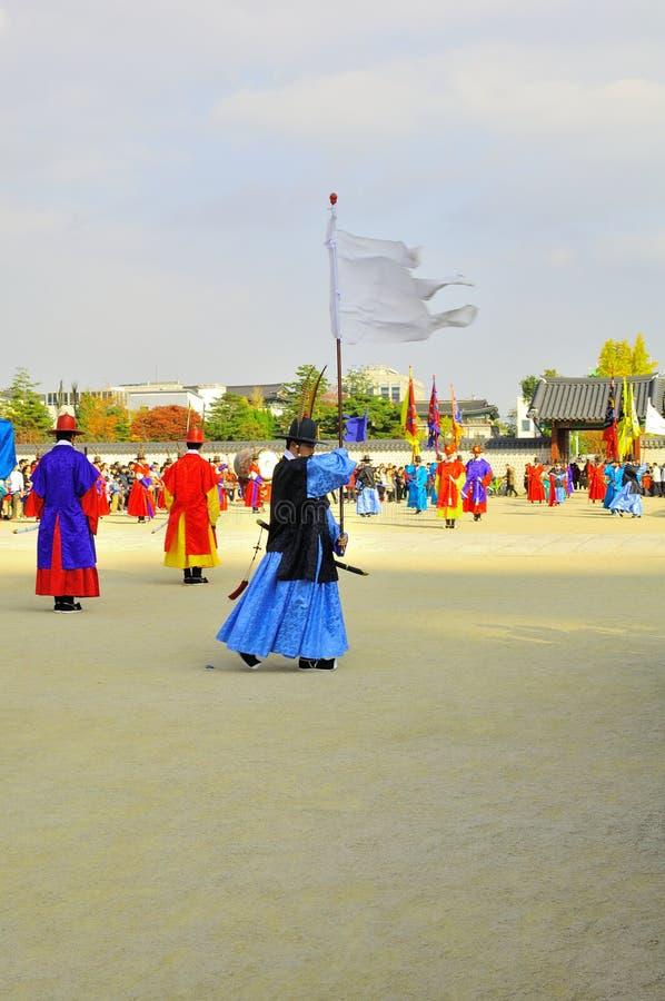 Изменять дворца Gyeongbokgung предохранителей показывает на имперском дворце Южной Кореи стоковое фото