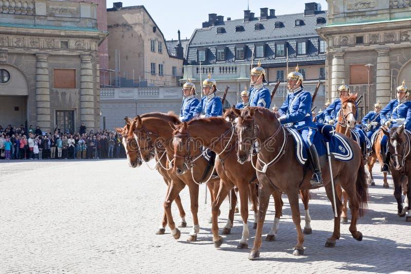 Изменять предохранителя около королевского дворца. Швеция. Стокгольм стоковые фото