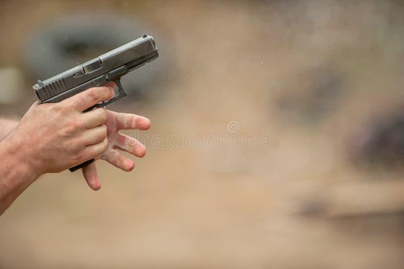 Изменяя зажим пистолета стоковое изображение