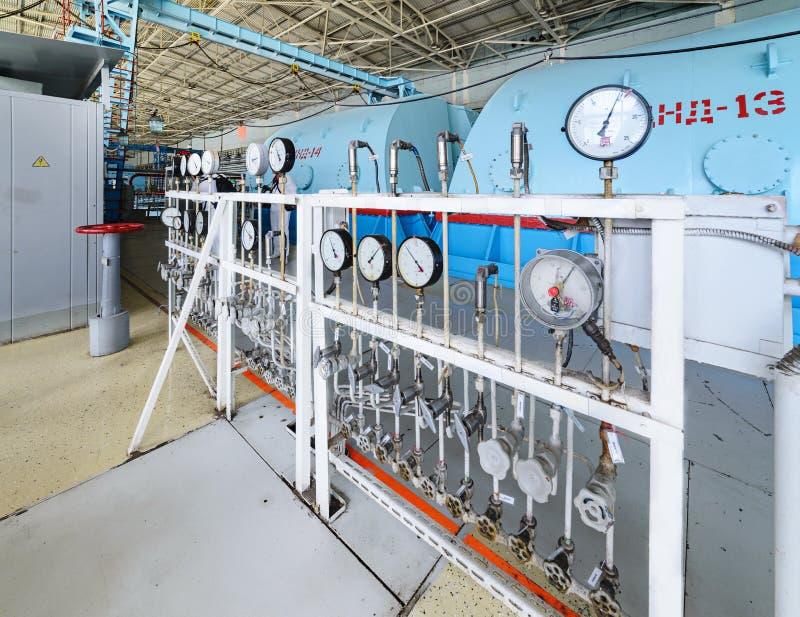 Измерение давления масла пульта управления в блоках паровой турбины стоковые фото