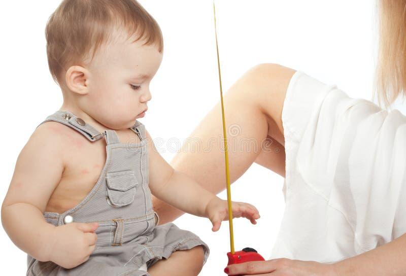 измерять младенца стоковое изображение