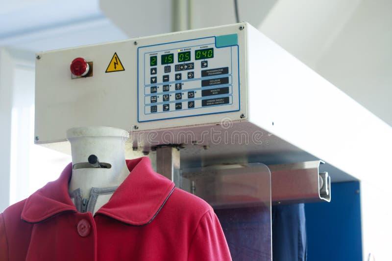 Изображение автоматической машины для испаряться одежды стоковое изображение