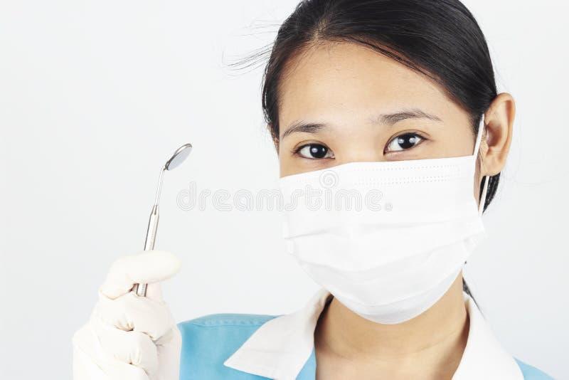 Изображение ассистента в маске стоковые фото
