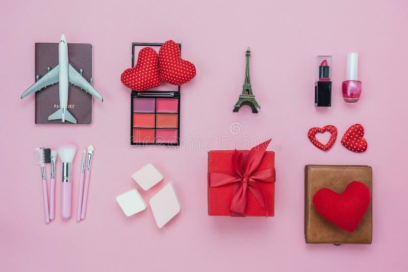 Изображение взгляда столешницы воздушное концепции предпосылки дня ` s валентинки украшения Плоские положенные существенные элеме стоковые фото