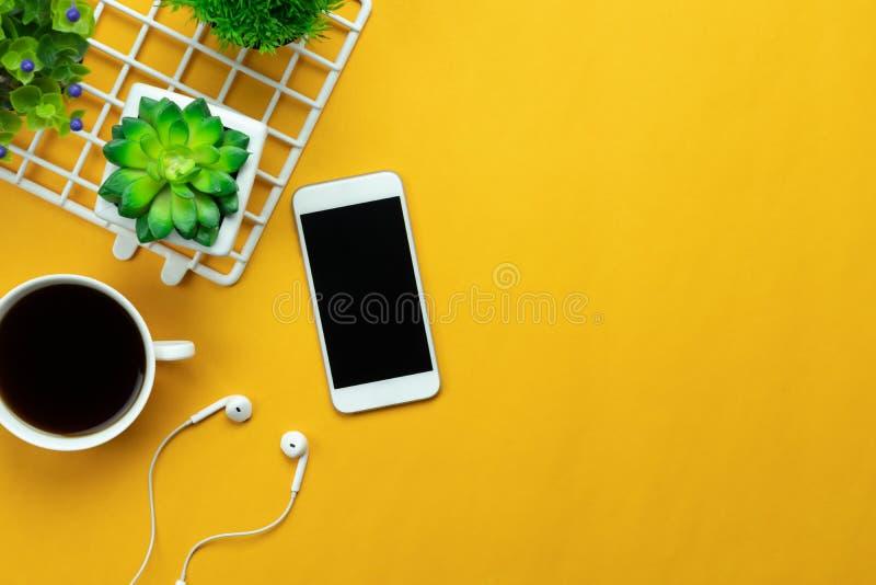 Изображение взгляда столешницы воздушное концепции предпосылки стола офиса аксессуаров стоковые фотографии rf