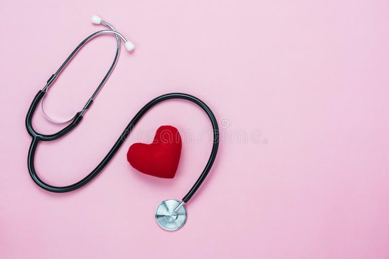 Изображение взгляда столешницы воздушные здравоохранения аксессуаров & медицинский с предпосылкой дня Святого Валентина стоковое изображение