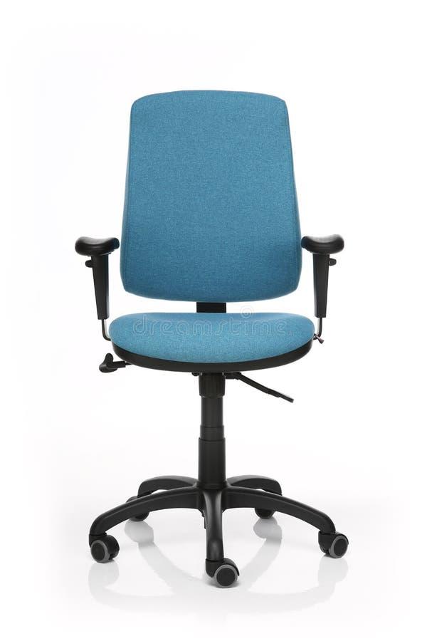 Изображение голубого стула офиса изолированного на белизне стоковая фотография