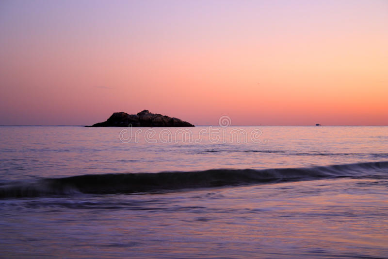 Изображение запаса захода солнца пляжа петь стоковое изображение rf