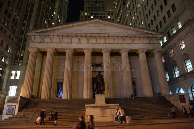 Изображение запаса: Федеральный Hall с статуей Вашингтона в Нью-Йорке стоковое изображение rf