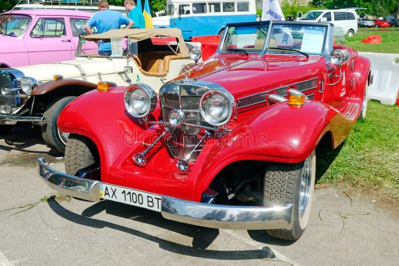 Изображение запаса Cabriolet Мерседес-Benz винтажное автомобильное стоковое фото rf