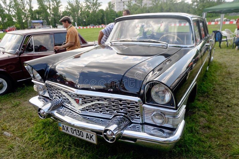 Изображение запаса GAZ-13 Chayka винтажное автомобильное стоковая фотография