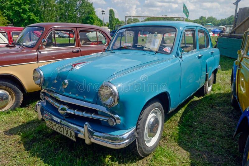 Изображение запаса Moskvich 407 винтажное автомобильное стоковая фотография rf