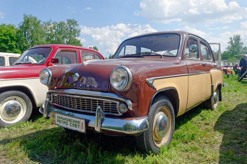 Изображение запаса Moskvich 407 винтажное автомобильное стоковые фотографии rf