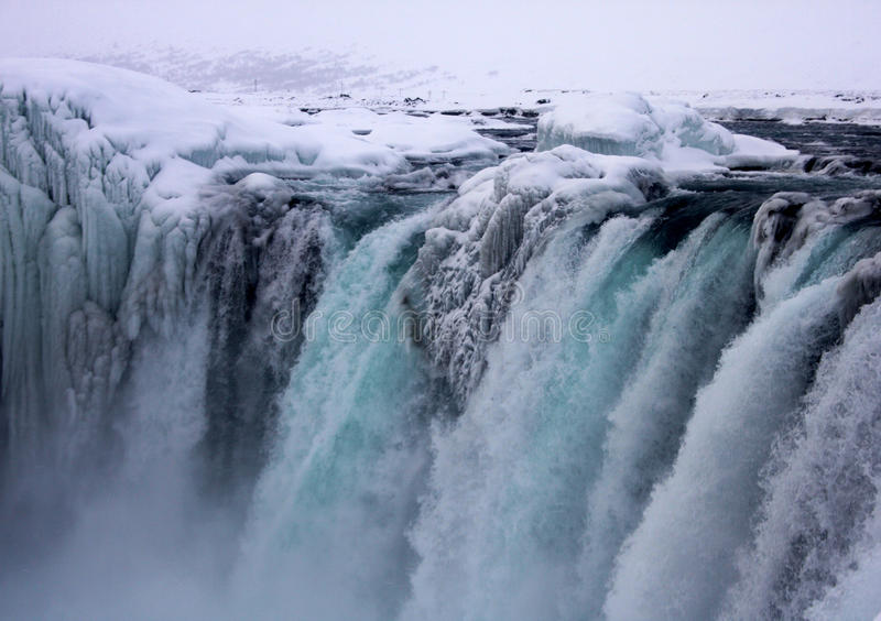 Изображение зимы водопада Godafoss в Исландии стоковое изображение rf