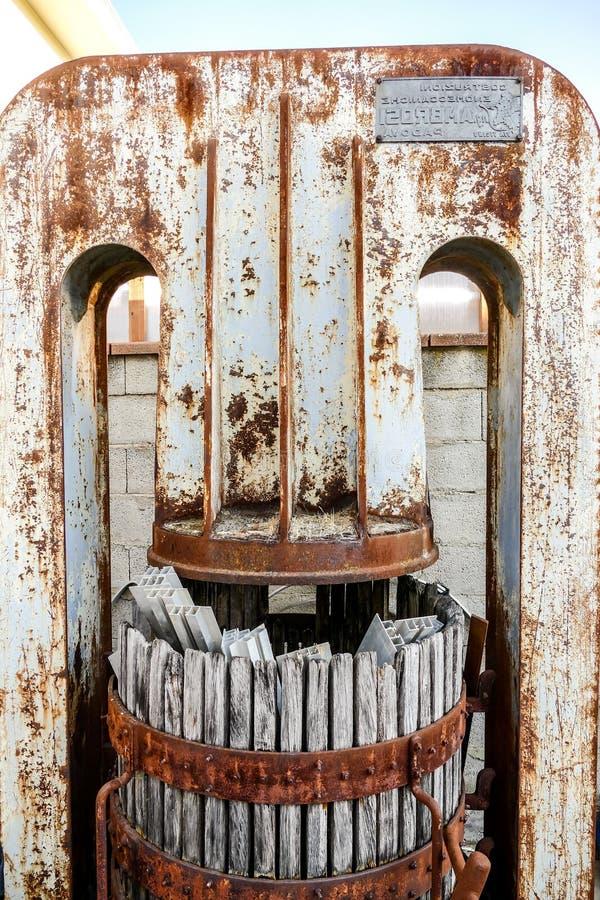 Изображение изображения фото винтажного старого деревянного круглого бочонка вина стоковая фотография