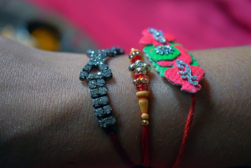 Изображение индийского фестиваля сестры брата браслетов связи стоковое изображение rf