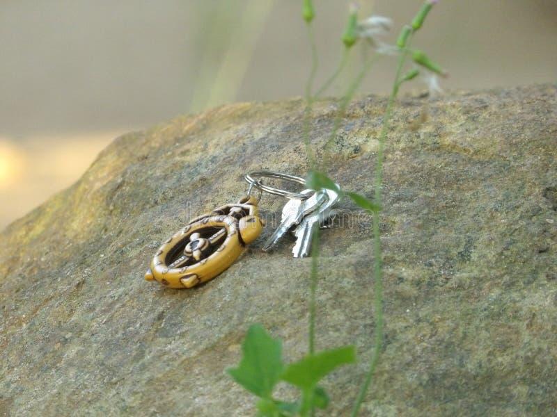 Изображение ключа на камне стоковое фото rf