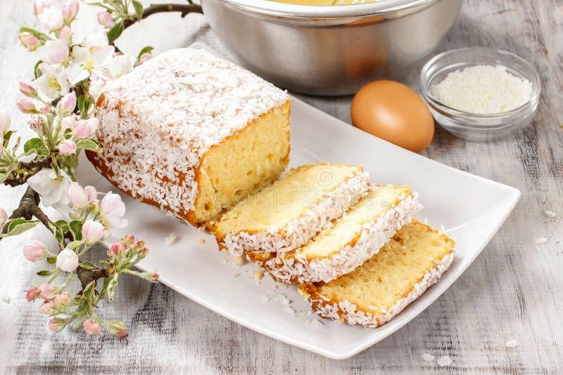 Download изображение кокоса торта предпосылки вполне заполненное Стоковое Фото - изображение насчитывающей рецепт, кокос: 40588256