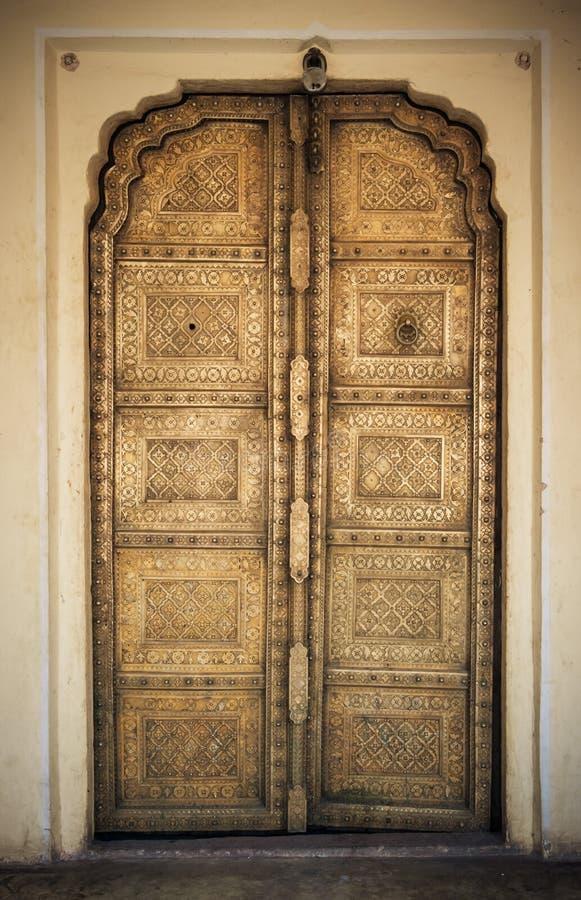 Изображение Конца-вверх стародедовских дверей стоковые изображения rf