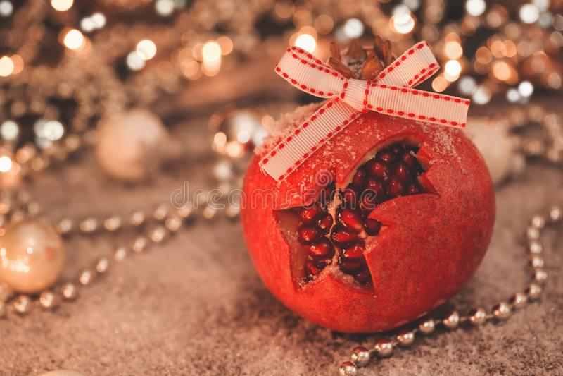 Изображение конца-вверх promegranate рождества с ретро влиянием фильтра стоковое фото rf