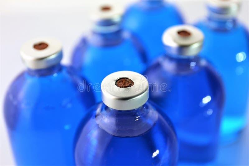 Изображение концепции некоторой бутылки медицины впрыски стоковые фотографии rf