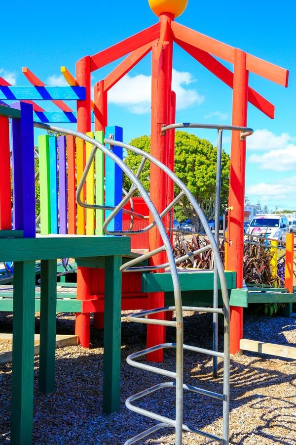 Изображение красочной спортивной площадки с оборудованием, Levin, Новой Зеландией стоковые изображения rf