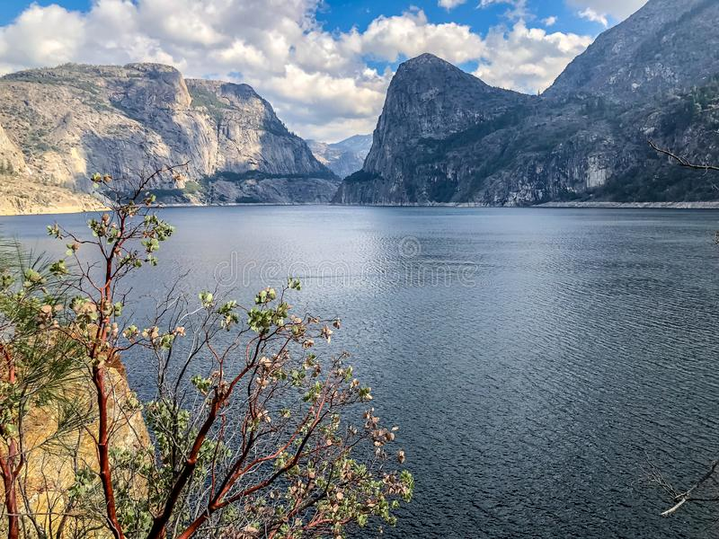 Изображение ландшафта озера Hetch Hetchy стоковые фотографии rf