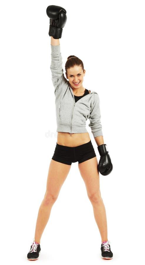 Изображение молодой милой женщины боксера стоя и держа рука вверх стоковое фото