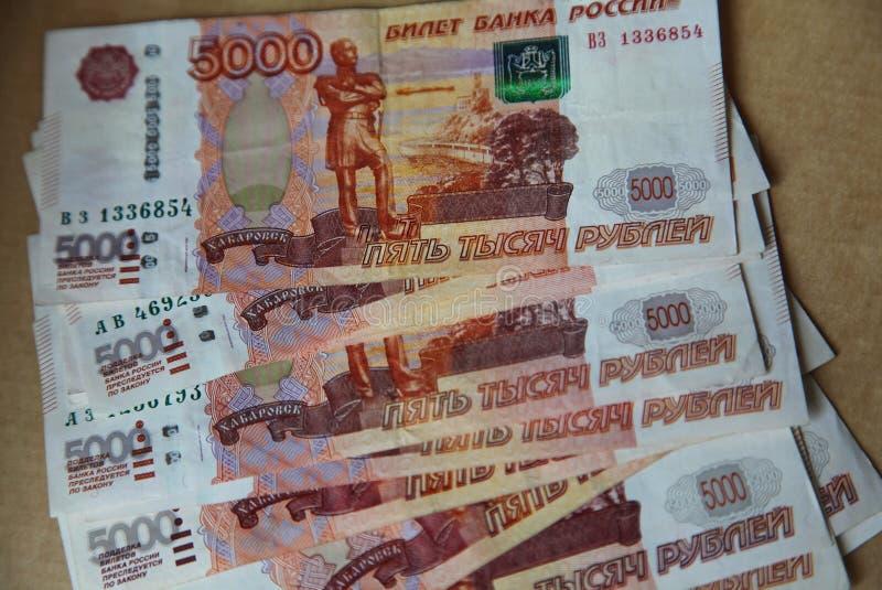 Изображение распространило вне как банкноты вентилятора центрального банка Российской Федерации с равенством - значением 5 тысяч  стоковые изображения