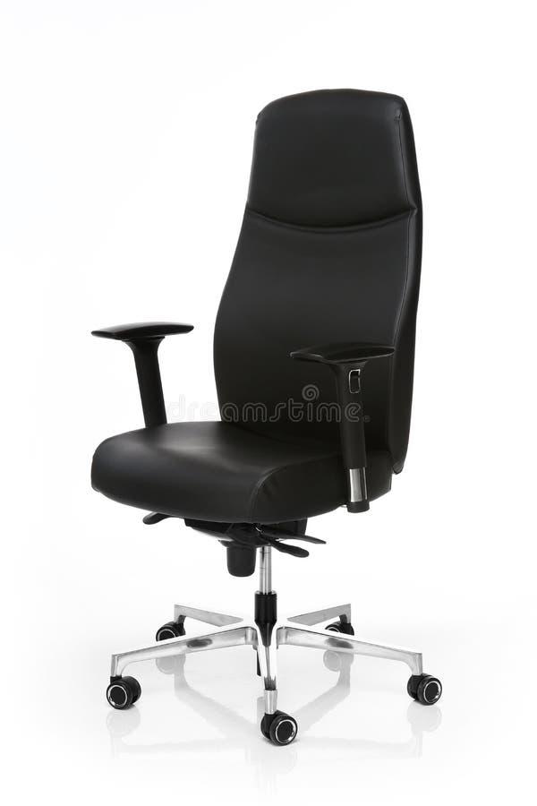 Изображение черного кожаного стула офиса изолированного на белизне стоковая фотография rf