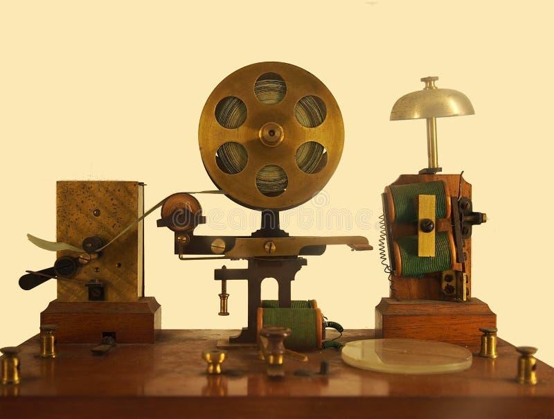 изображение эффекта винтажа старого телеграфного аппарата с колокольчиком и латунным принтером стоковые изображения rf