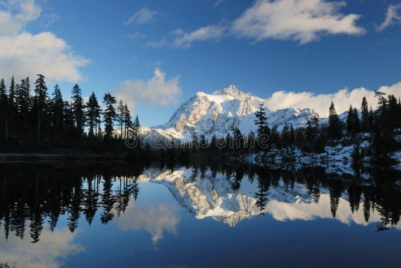 изображение mt озера shuksan стоковые изображения rf