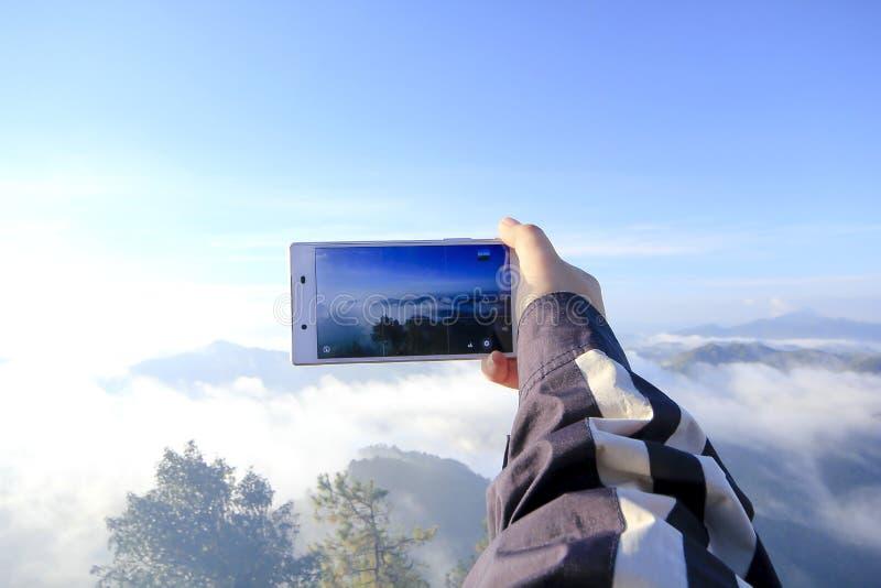 Изображения взгляда на телефоне стоковое фото