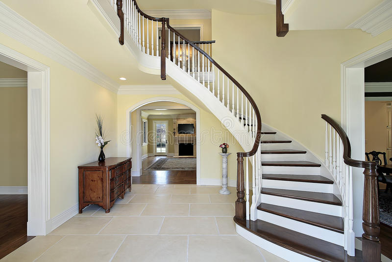 изогнутая лестница фойе стоковое фото изображение
