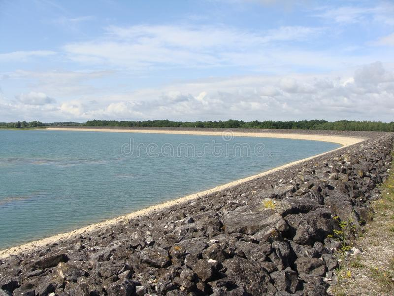 Изогнутая сторона озера стоковое изображение rf