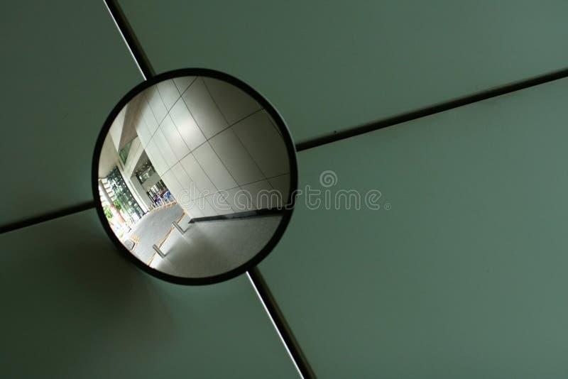изогнутое зеркало стоковые фотографии rf