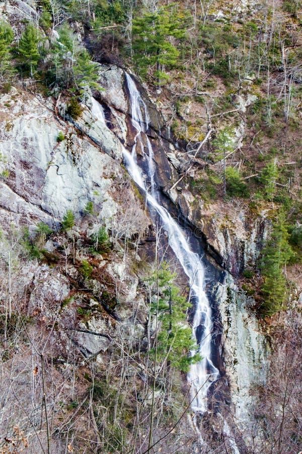 Изогнутые падения горы, Roanoke County, Вирджиния, США стоковые изображения rf
