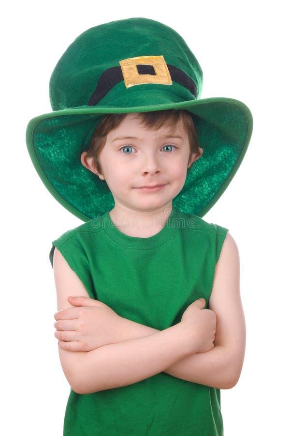 изолированная мальчиком белизна leprechaun стоковые фото