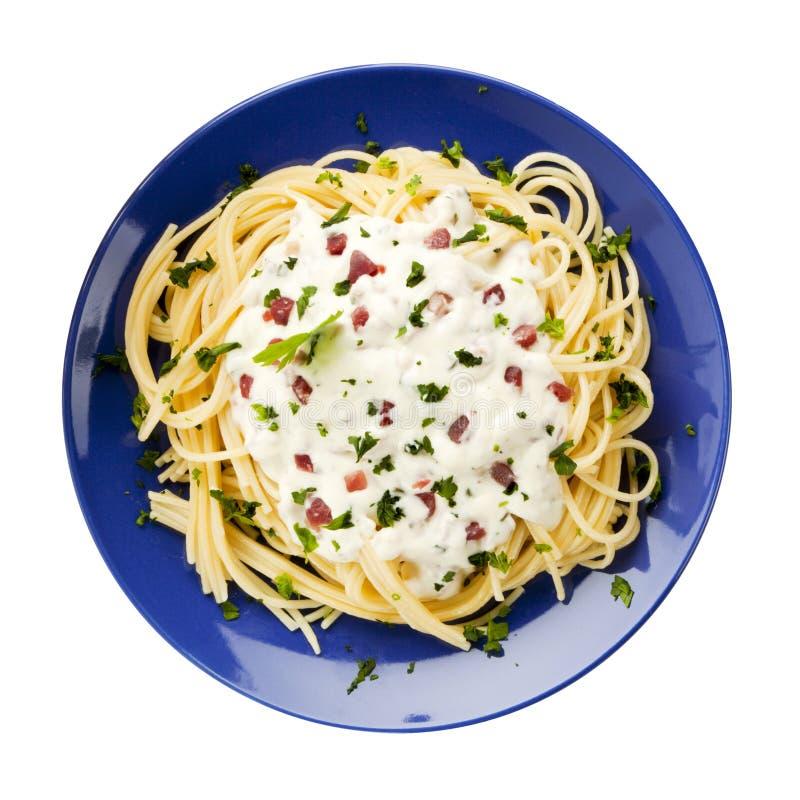изолированное carbonara спагетти плиты стоковое фото rf