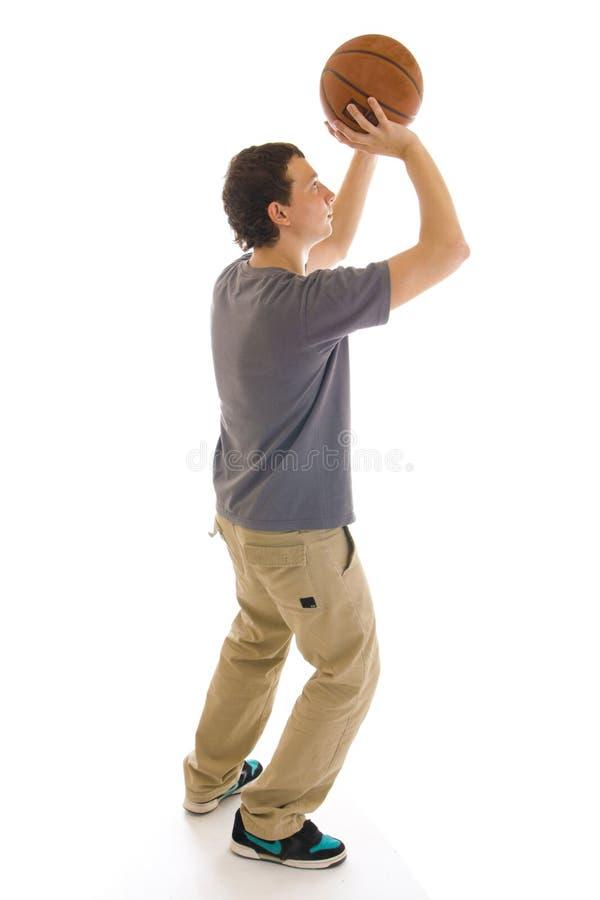 изолированные баскетболом детеныши игрока белые стоковая фотография rf