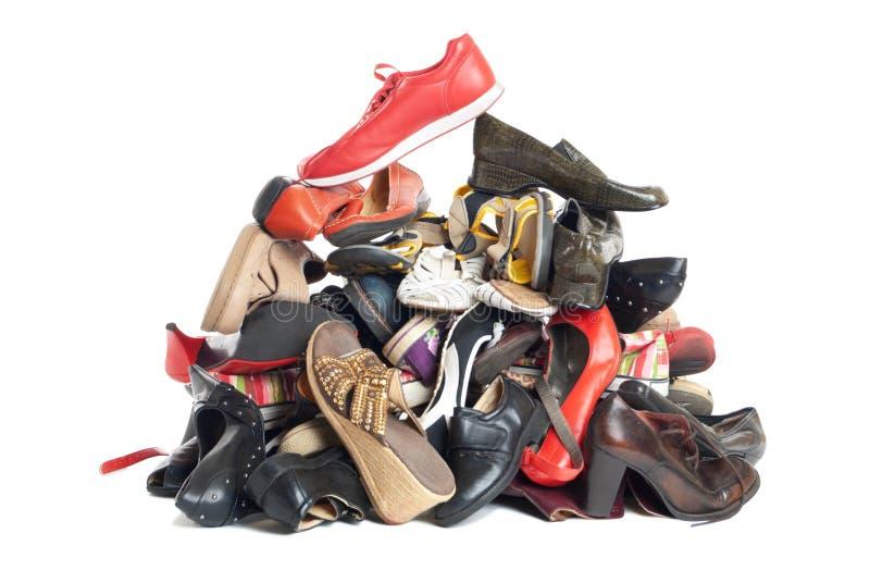 изолированные ботинки кучи стоковые фотографии rf