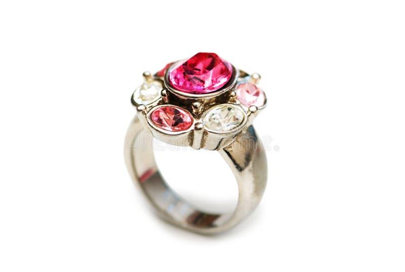 изолированные красные камни кольца стоковые фото