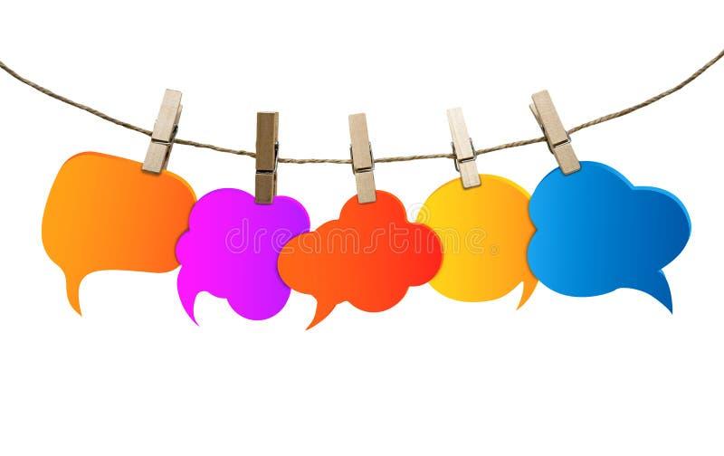 Изолированные покрашенные пузыри речи E Сплетня Говорить и связь болтовни Информация Группа в составе пустые воздушные шары иллюстрация штока